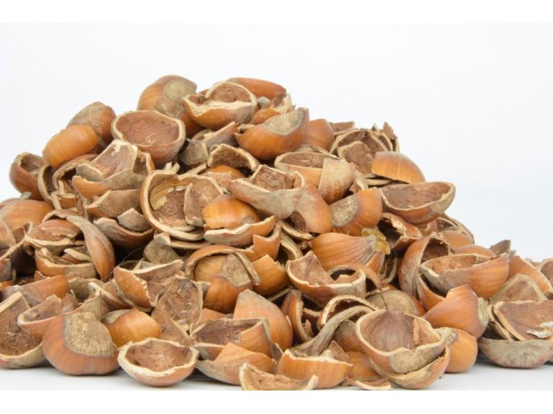 Gusci di nocciole coltivate da azienda biologica e naturali per uso
